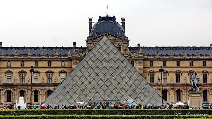 Glazen pyramide