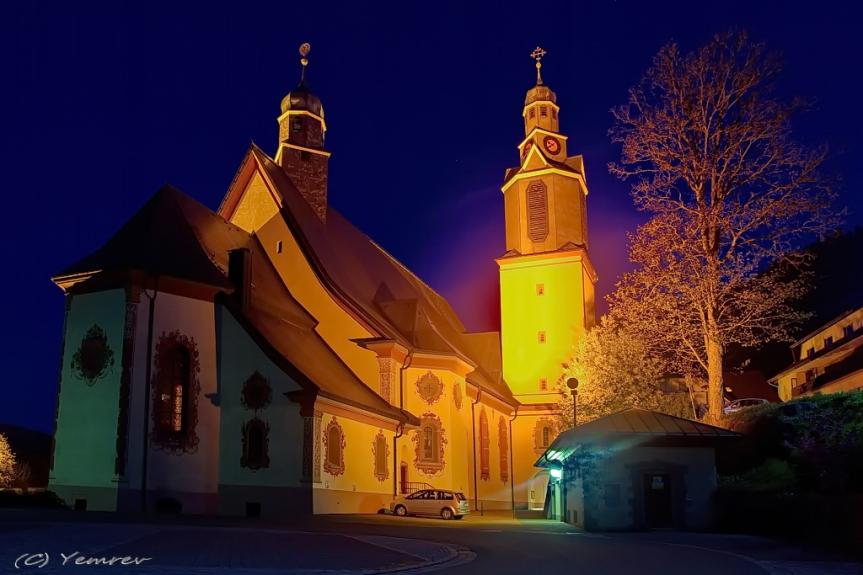 Kerk bij avond