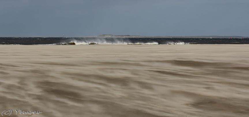 Strand, met zicht op Vlieland