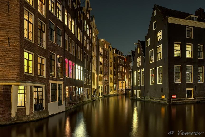 Amsterdam, OZ Achterburgwal hoek OZ Voorburgwal
