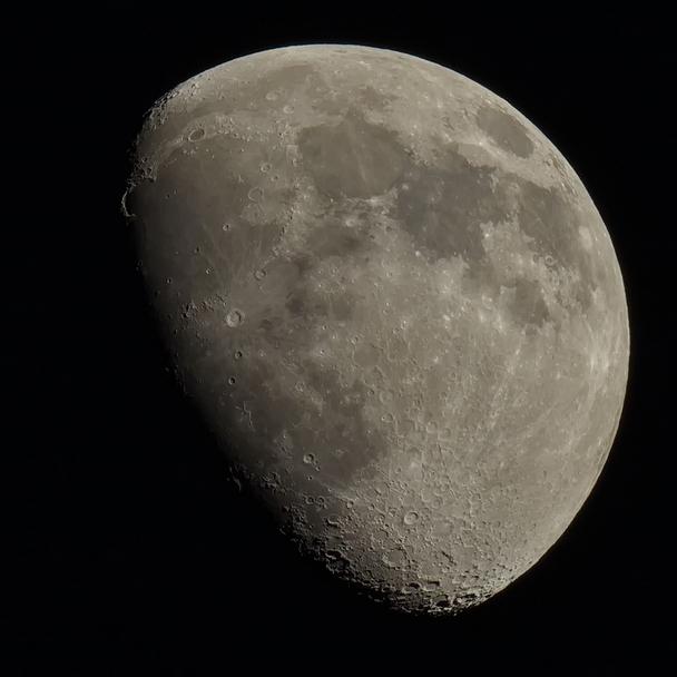 Onze Maan, 03 april 2020